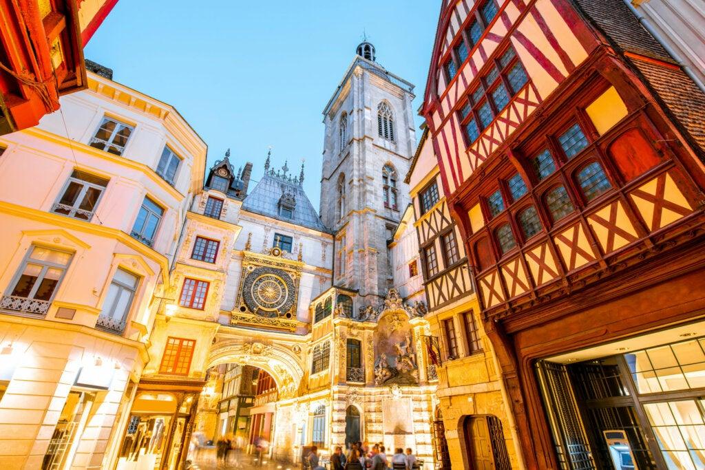 ¿Listo para visitar el Gran Reloj de Rouen de Normandía?