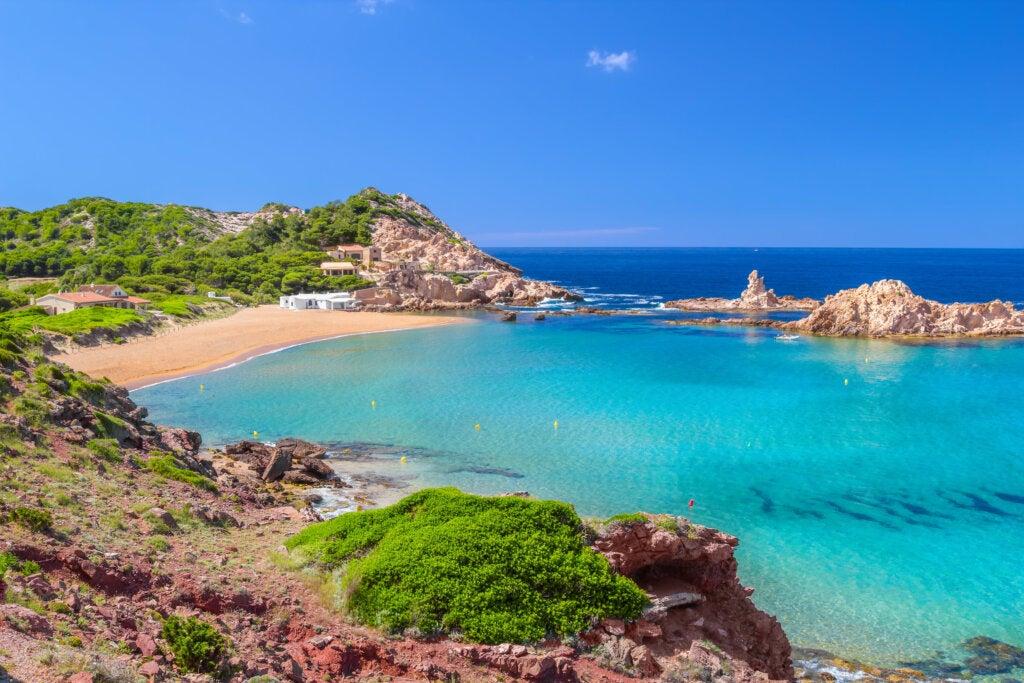 Cala Pregonda se encuentra en la parte norte de Menorca